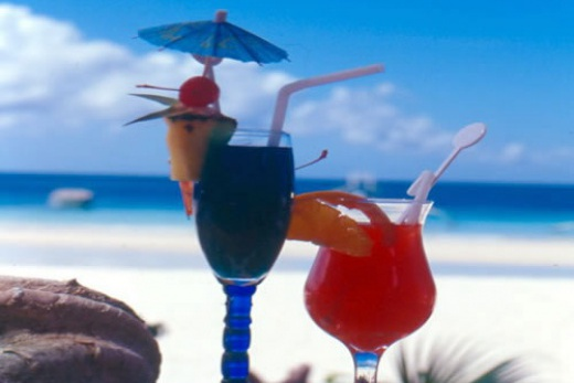 Filipíny - Boracay koktejl na pláži