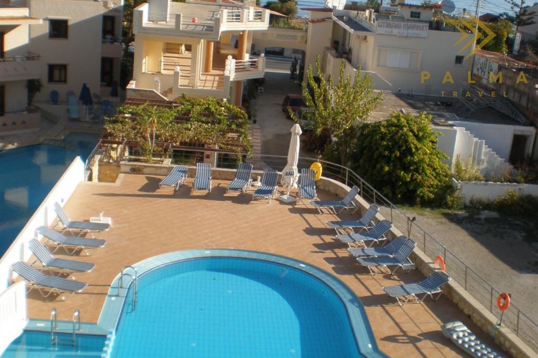 dům je pouhých 80 m od moře a má velký bazén