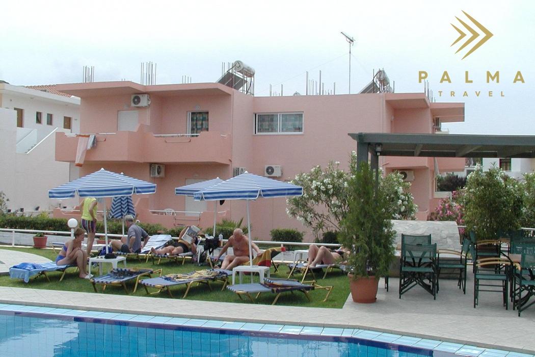 Dobře udržovaná studia a apartmány s bazénem
