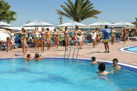 bazén sesterského hotelu Triton Empire beach