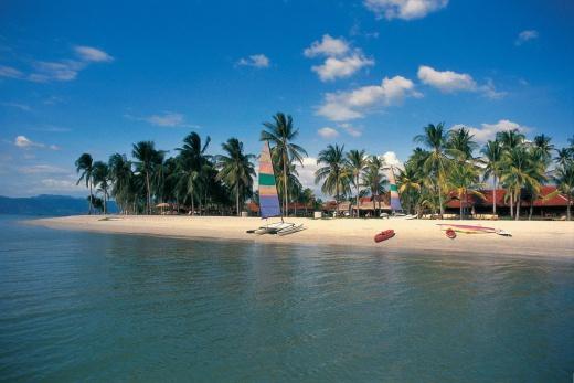 Pelangi Beach Resort pohled z lodi