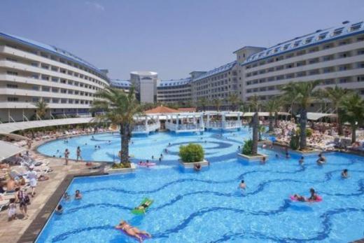 Hotel Crystal Admiral Resort Suite & Spa