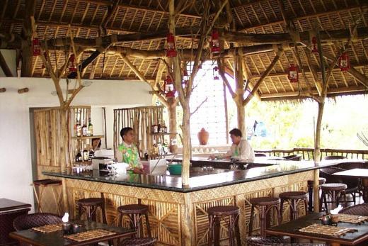 Pangalo Island Resort bar
