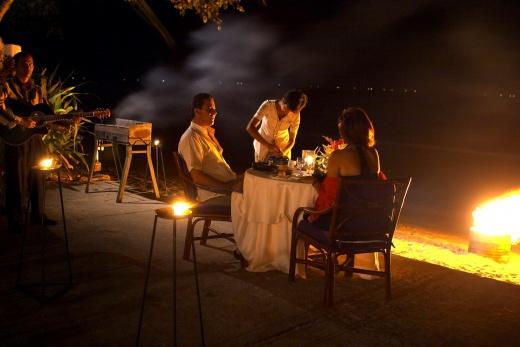 Holiday Inn-večeře u pláže