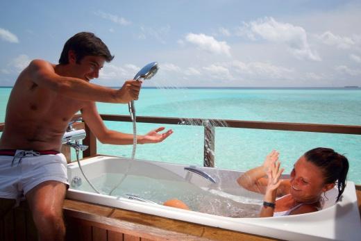Olhuveli Beach Resort & Spa - Vodní Vila s vířivkou