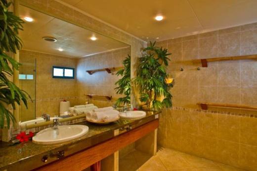 Coco de Mer Hotel & The Black Parrot Suites