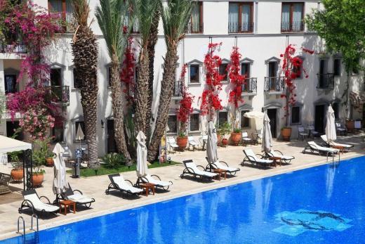 Majesty Marina Vista Hotel